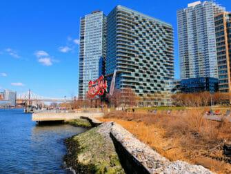 Long-Island-City-a-NYC---Gantry-Park