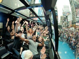 Faisant la Ola The Ride New York