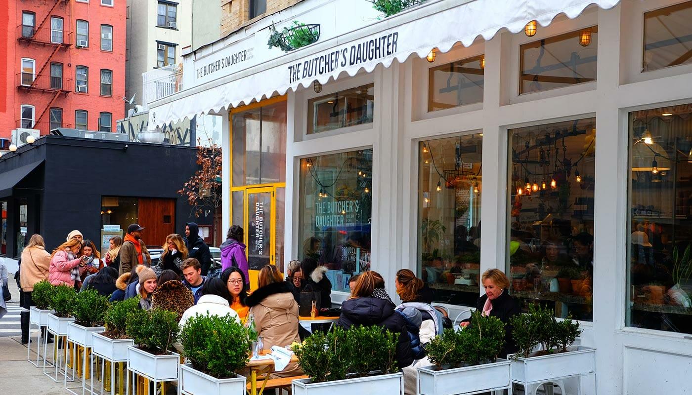 Les restaurants végétariens à New York - Terrasse de The Butcher's Daughter