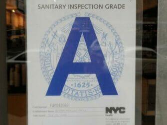 Restaurant affichant un A à New York