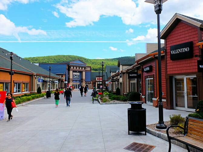 Woodbury Common Premium Outlet Center a New York - Boutiques