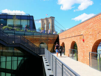 Brooklyn Bridge Park à New York - Toit de l'Empire Stores