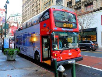 Bus touristique à New York -Gray Line bus rouge