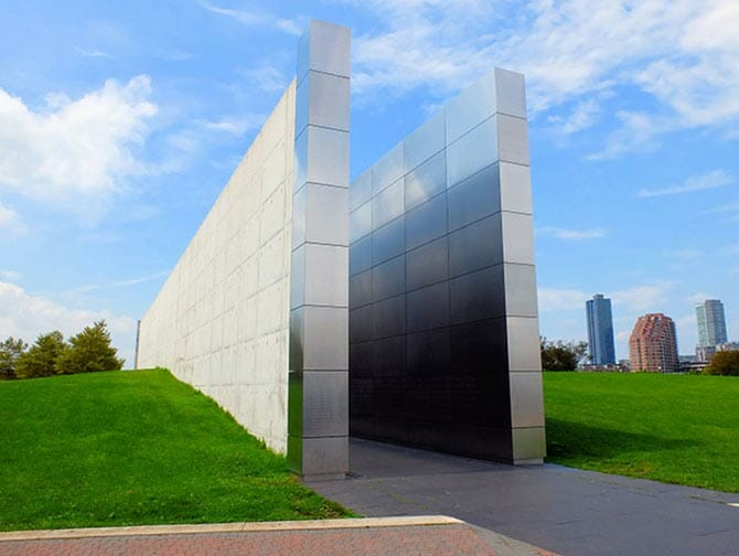Empty Sky Memorial dans le New Jersey - Vue de côté