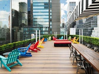 Pod Hotel 51 à New York - Rooftop Bar