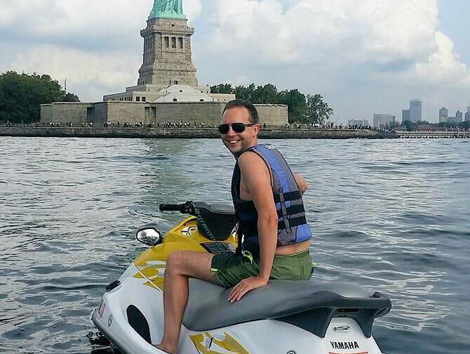 Faire du jet-ski à New York - Statue de la Liberté