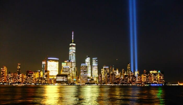 Le 11 septembre (9:11) à New York - Tribute in Light
