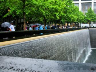 La pluie à New York 911 Memorial