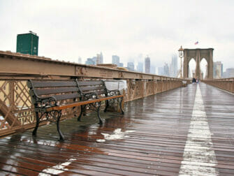 La pluie à New York Brooklyn Bridge