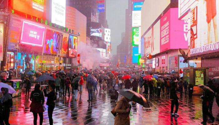 La pluie à New York Times Square