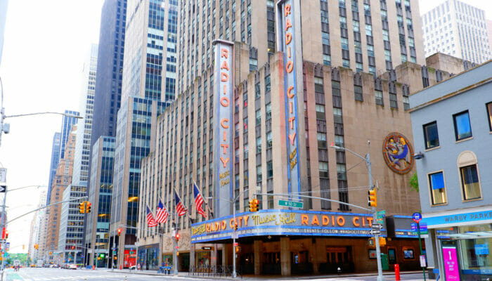 Radio City Music Hall a New York Exterieur du theatre